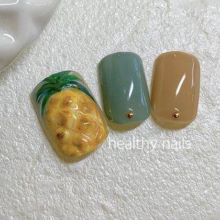 #パインネイル #パイナップルネイル #くすみカラー #夏 #海 #リゾート #フット #ワンカラー #トロピカル #フルーツ #イエロー #スモーキー #ペディキュア #ネイルチップ #healthy nails #ネイルブック