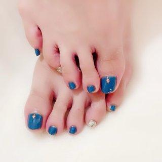 おとなカラーにラメで夏っぽく💅サンダルに映えますね👡✨   #ジェルネイル #ネイルサロン #ネイリスト #pregel #プリジェル #nails #ワンカラーネイル #大人カラー #おとなネイル #ワンポイントネイル #お洒落ネイル #ブルーネイル #blue #green #bluenails #gelnails #フットネイル #footnails #美人ネイル #大人可愛いネイル #大人かわいい #大人ネイル #東京都北区 #ネイルブック #nailbook #40代からのネイル #夏 #オールシーズン #フット #シンプル #ラメ #ワンカラー #グリーン #ネイビー #ゴールド #ジェル #お客様 #lumiry #ネイルブック