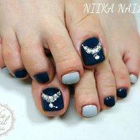 本日のお客様ネイル♡6/26 ネイビー×ライトグレーでネックレスデザイン♪ #gelnail #nail #nails #naildesign #nailart #nailartist #nailbook #footnails #pedicures #pedi #フットネイル #ペディキュア #navynails #lightgraynails #necklacenail #ネックレスデザインネイル #ネイビーネイル #格安ネイル #ジェル #ジェルネイル #美甲 #niika_nail #板橋区中台 #志村三丁目 #ツヤツヤ #キラキラ #可愛い #シンプル #夏 #海 #デート #女子会 #フット #シンプル #ビジュー #ショート #ネイビー #グレー #ジェル #お客様 #Sa7e_Kurihara #ネイルブック