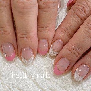 #夏 #海 #リゾート #オフィス #ハンド #シンプル #フレンチ #シェル #アイシング #ホワイト #クリア #ピンク #ジェル #お客様 #healthy nails #ネイルブック
