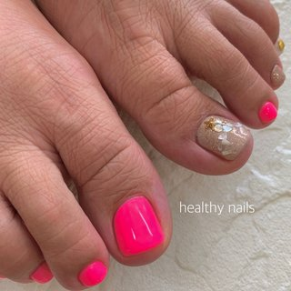 #夏 #海 #リゾート #ハンド #ラメ #ワンカラー #シェル #スターフィッシュ #ピンク #グレージュ #ネオンカラー #ペディキュア #お客様 #healthy nails #ネイルブック