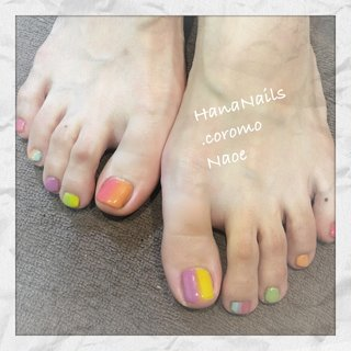 カラフルなフットネイルは👣 テンション上がります😊 #hananailscoromo #footnail #colorfulnails #カラフルフットネイル  #整骨院ネイルサロン #完全予約制ネイルサロン #羽衣駅近サロン #夏 #フット #グラデーション #ショート #カラフル #ジェル #お客様 #hananails_coromo #ネイルブック