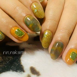 #ニュアンスネイル 薬指のパーツはその場で作成♩︎  #オレンジ #ブラウン #ラメ #サマーネイル #夏 #ハンド #ラメ #ボヘミアン #ミディアム #オレンジ #ブラウン #ジェル #お客様 #rinnail #ネイルブック
