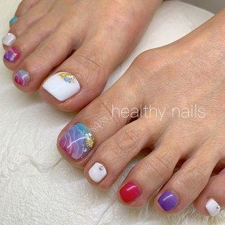 #夏 #オールシーズン #海 #リゾート #フット #グラデーション #ワンカラー #シェル #ホワイト #ターコイズ #カラフル #ペディキュア #お客様 #healthy nails #ネイルブック