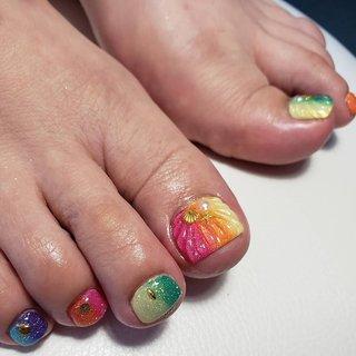 トロピカルカラーでグラデーション。 親指には人魚の鱗を施して飛び切りな夏のお足もとに。  #リゾート #海 #夏 #ラメ #ジェル #ジェルネイル #夏ネイル #フット #ピンク #お客様ネイル #キラキラ #ピンク #パーティー #パープル #ブルー #旅行 #夏ネイルデザイン #上品ネイル #人魚の鱗 #トロピカル #大人女子ネイル #大人可愛い #カラフル #派手ネイル #ゴージャス #ゴージャスネイル #群馬ネイルサロン #伊勢崎ネイルサロン #takanoshiraishi #トレプロインストラクター #トリニティケアエデュケーター #macmastermind #夏 #海 #リゾート #デート #フット #グラデーション #ラメ #人魚の鱗 #ミディアム #ゴールド #カラフル #ジェル #お客様 #TAKANO SHIRAISHI #ネイルブック