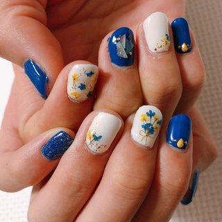 ブルーとホワイトのジェルネイルです♡ 今回は押し花とシェルを使用しました♡!! ブルーと黄色の押し花がアクセントになっており、可愛いです! ぜひ参考にどうぞ!! #ハンド #女子会 #夏 #オールシーズン #ブルー #デート #水色 #初心者 #シンプル #夏ネイル #セルフネイル #夏ネイルデザイン #デコ #かわいい #ブルーネイル #ターコイズ #海 #ホワイト #ジェル #ラメ #シェル #クラッシュシェル #フラワー #花 #パーティー #押し花 #セルフジェルネイル #初心者 #ドロップネイル #押し花ネイル #春 #夏 #秋 #デート #ハンド #シンプル #フラワー #シェル #押し花 #ホワイト #イエロー #ネイビー #ジェル #セルフネイル #ayane #ネイルブック