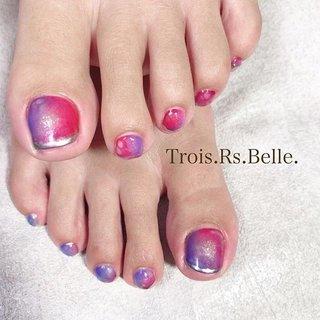 グラデーションのフットネイル💅 #フットネイル #footnail#グラデーションネイルデザイン #グラデーションデザイン #Trois.Rs.Belle.トロワールベル学芸大学 #ネイルブック