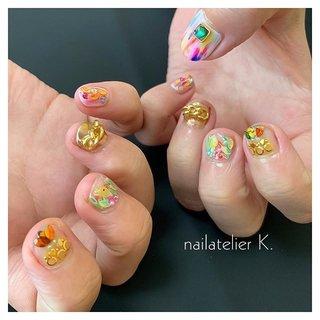 ▷▷ 小さなお爪で 鳥さんのネイル🍏  いろんな色を使って 派手かわなお仕上げです🥰  そろそろ夏ネイルも最後になってきました🍄   @nailatelier.k #ハンド #ワンカラー #ビジュー #チェーン #フルーツ #ボタニカル #イエロー #グリーン #ゴールド #ジェル #お客様 #nailatelier_k #ネイルブック