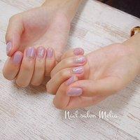 ちょっとだけシェルで飾ってみました。  明るいピンク系紫は難しい色だけど、お客さまによくお似合いでした♪ ・ #シェルネイル  #ジェルネイル #春 #夏 #秋 #旅行 #ハンド #シンプル #シェル #ショート #パープル #ジェル #お客様 #melianail #ネイルブック