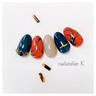 ▷▷ 秋カラーで 手描きのラインマーブル🍁  今日はまだ暑いですが‥‥ 爪は着々と秋仕様へ✨  お好きなカラーでどうぞ🥰   @nailatelier.k #ハンド #ワンカラー #プッチ #オレンジ #グリーン #ゴールド #ジェル #ネイルチップ #nailatelier_k #ネイルブック