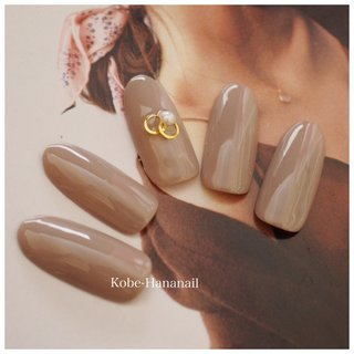 グレージュとパールで指を美しくエレガントに✨ #オトナ女子#大人可愛い#大人の上品アート#自爪を大切にします#健康なお爪を育てます#甲南山手#神戸ネイリスト #秋 #冬 #オフィス #デート #ハンド #シンプル #パール #ベージュ #グレージュ #hana0730 #ネイルブック
