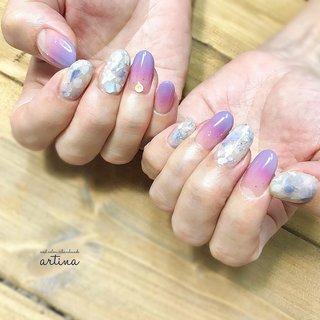 Instagramの写真を遅ばせながら ネイルブックにも更新させてもらってます 😢! 季節がまだまだ追いつかなくて申し訳ないです 😱 . . あじさいカラー 💠 . pink × purple 💓 ダブルグラデーション 💅 . シェルも紫にしてあじさいイメージ☺︎ ほんわりな感じがお客様にぴったりでした ♡ . . いつもメモ📝したくなるお話たくさん♪ 読書がお好きなお客様と 本を一切読まないわたし(笑) お客様のステキな思いをいただけて嬉しいです〜🍀 わたしもお客様のしあわせをずっと思ってます ♪ いつもありがとうございます 🤲 . . 初回ワンカラーorグラデーション ¥5000 + ハンドトリートメント サービス キャンペーン中 💅 その他メニューも¥1000割引 💅 . トップページのURLより ホームページをご覧くださいませ ❇︎ お気軽にお問い合わせください ♪ . . . #ネイル #あじさいネイル #紫陽花ネイル #梅雨ネイル #ピンクネイル #大人可愛いネイル #ニュアンスネイル #ラベンダーネイル #グラデーション #グラデーションネイル #パープルネイル #シェルネイル #キラキラネイル #上品ネイル #あじさい #名古屋ネイルサロン #nailstagram #きれいめネイル #艶ネイル #名古屋ネイル  #ネイルサロン名古屋 #パラジェル名古屋 #東山公園 #本山 #星ヶ丘 #東山公園ネイルサロン #本山ネイルサロン #星ヶ丘ネイルサロン  #ネイルサロンartina #ネイルサロンアーティナ #夏 #梅雨 #七夕 #ブライダル #ハンド #グラデーション #ホログラム #ラメ #シェル #ホワイト #ピンク #パープル #nailsalon artina #ネイルブック
