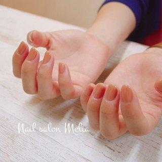 ・ 秋色ワンカラーネイル。 お客さまの手や爪の色によって微妙に見え方が変わってくるベージュ系は選ぶのが難しいところ。 ・ 一緒に悩んで合うお色を見つけましょう♪ ・ #秋色ネイル #秋 #冬 #オールシーズン #オフィス #ハンド #シンプル #ショート #ベージュ #ブラウン #グレージュ #ジェル #お客様 #melianail #ネイルブック