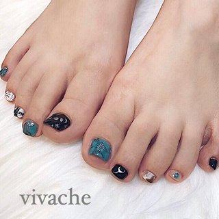 turquoise design* ・ ・ ・ 秋のフットネイルは ダークカラーをプラス🐚🧡  #フットネイル  #旅行  #秋ネイル  #ターコイズは何色でも相性good👌 #手描きアートでシルバージュエリーっぽく #夏 #秋 #オールシーズン #リゾート #フット #ワンカラー #ネイティブ #ボヘミアン #大理石 #ホワイト #ターコイズ #ブラック #vivache(ビバーチェ) #ネイルブック