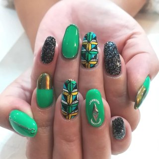 #アフリカンネイル #アフリカンデザイン #アフリカン柄ネイル #オールシーズン #旅行 #リゾート #パーティー #ハンド #アンティーク #エスニック #ネイティブ #ジオメトリック #ロング #ホワイト #グリーン #ブラック #ジェル #お客様 #たじ #ネイルブック