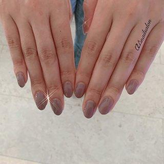 . #ワンカラー お仕事上派手なデザインが 出来ないため 地爪と馴染む色味の仕上がりになりました.。.:*・ . 持ち込みデザインの色味に 似せるため ブラウンカラーを混ぜて オリジナルカラーで仕上げ💅 . アースカラーがお客様の 肌に馴染んで 手がさらに長く見えます.。.:*・ . #ネイル#nail#ネイルサロン#nailsalon#プライベートサロン#ネイルデザイン#ジェルネイル#デザインネイル#秋服#me #アースカラー#加古川#高砂#明石#関西#オシャレ女子#美爪 #ハンドネイル#美容#旅#footnail#ネイルケア#秋ネイル#オシャレ#タピオカ#海外#空#ブラウン#ワンカラー#ワンカラーネイル #オールシーズン #お正月 #オフィス #女子会 #ハンド #シンプル #ワンカラー #ショート #グレージュ #アースカラー #スモーキー #ジェル #お客様 #c2⊿nail salon 〜private salon〜 #ネイルブック