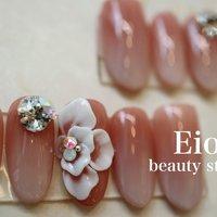 エレガントだけど大振りなお花で美しさと力強さを。 #ブライダル #ハンド #シンプル #グラデーション #ビジュー #フラワー #3D #ミディアム #ホワイト #ベージュ #ピンク #ネイルチップ #Eios下山 #ネイルブック