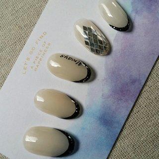 #変形フレンチ #ホログラム #ラメ #ブラック #メタリック #モノトーン #ジェル #nail garden... #ネイルブック