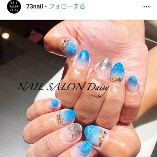 ポイントは親指の水面(波)と薬指の人魚の鱗です✨✨ これはチップにしたい位、お気に入りのネイルです♡ #夏 #海 #デート #ハンド #グラデーション #シェル #人魚の鱗 #ミディアム #水色 #ブルー #パステル #ジェル #ほしのしほ #ネイルブック