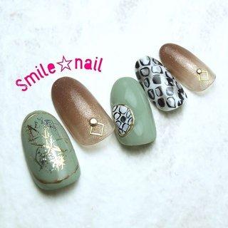 大田原定額ネイルサロン Smile☆nailのyukariです(*^^*) 11月セレクトコースデザインです✨ こちらも#miki先生 のデザインを参考に💡可愛いデザインをどんどん生み出す先生は本当に凄い‼︎ パイソン風のカッコ可愛いデザインです😍 ☆,。・:*:・゚'☆,。・:*:・゚'☆,。・:*:・゚' HPはプロフィールのURLから☆ ご予約は#ネイルブック より 是非アプリをご利用下さい❤️ ☆,。・:*:・゚'☆,。・:*:・゚'☆,。・:*:・゚' ラクマでピアス ミンネでネイルチップを販売してます ٩( ᐛ )و  ネイルチップ→ミンネ https://minne.com/5116ykr (スマイルネイルで検索‼︎) ピアス→ラクマ https://fril.jp/shop/Smile_bijou (スマイルビジュー ネイリストで検索‼︎) ☆,。・:*:・゚'☆,。・:*:・゚'☆,。・:*:・゚' #smilenail #スマイルネイル #大田原市ネイルサロン #大田原市ネイル #大田原ネイルサロン #大田原ネイル #大田原定額ネイル #那須塩原ネイル #那須塩原ネイルサロン #ネイルサロン #西那須野ネイルサロン #お洒落ネイル #個性派ネイル #派手カワネイル #オーダーチップ #nailpic #美爪 #ミンネ #minne #nailbook #ネイリスト仲間募集 #ネイル好きな人と繋がりたい #パイソンネイル #大人可愛いネイル #アニマルネイル #冬 #パーティー #デート #女子会 #ハンド #グラデーション #アニマル柄 #ミディアム #ベージュ #グリーン #モノトーン #ジェル #ネイルチップ #Smile☆nail #ネイルブック
