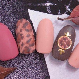 秋冬デザイン お客様の爪を傷ませない施術を心がけいます。 お気軽にお問い合わせください! #秋 #冬 #成人式 #オフィス #ハンド #フレンチ #グラデーション #アニマル柄 #大理石 #べっ甲 #ミディアム #オレンジ #ブラウン #グレージュ #ジェル #ネイルチップ #lattenail_kokura #ネイルブック