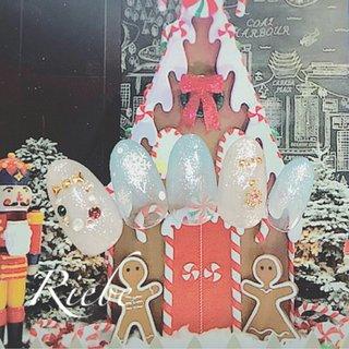 #クリスマスネイル #リースネイル #白ネイル #カラグラ #ブルーネイル #冬ネイル #冬 #クリスマス #オフィス #パーティー #ハンド #グラデーション #ホログラム #ラメ #パール #リボン #ショート #ホワイト #グリーン #水色 #ジェル #ネイルチップ #Private Nail Salon RieBe 〜リーヴェ〜 #ネイルブック