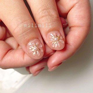 . . オフィスにもおすすめ♡ 控えめなのに存在感のあるぷっくりフラワー❁ . . .  #nails#autumnnails#longnails#shortnails#onecolornails#simplenails#officenails#flowernails#ネイル#大人ネイル#大人可愛いネイル#上品ネイル#可愛いネイル#シンプルネイル#秋ネイル#オータムネイル#ショートネイル#オフィスネイル#フラワーネイル#ぷっくりネイル#鹿児島#鹿屋#都城#日南#串間#志布志#志布志ネイル#志布志脱毛#milimili #冬 #オールシーズン #オフィス #デート #ハンド #シンプル #ワンカラー #フラワー #水滴 #3D #ショート #ベージュ #グレージュ #ゴールド #ジェル #milimili #ネイルブック