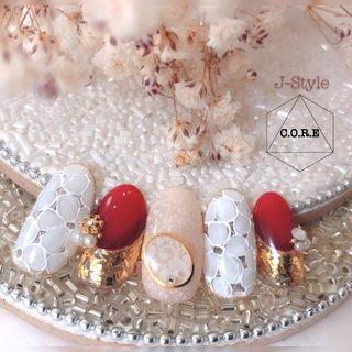サンプルネイル♡ 今発売中のNAILMAX12月号『サロンアートサンプル』で、モデルさんがつけてくださっているデザインです(*´˘`*)♡ クリスマスネイルにオススメのデザイン。 フラワーレース×赤で、大人女子のクリスマスディナーに…ぜひ✨🎄✨ ・ ❤︎C.O.R.E.gel 使用カラー❤︎ 027 ファラオ 032 スノーマン 056 ボルケーノ 059 ロイヤルマホガニー ・ ・ #nail #nails #nailstagram #ネイル #ジェルネイル #ネイルデザイン #ネイリスト #マニキュアリスト 🌹#コアジェルパフォーマンスアーティスト #core #coregel #コアジェル #コアドロップベースジェル #コアドロップビルダージェル #コアドロップノンワイプトップ #コアドロッププレスプレスジェル @core_gel @broomenail #箱山淳子 @nailsalon.j_style #ネイルサロン #自宅ネイルサロン #個人ネイルサロン #jstyle #市川 #松戸 #矢切 #北国分 #nailbook 掲載店♥️ #cancam #キャンキャン 掲載店♥️ #nailmax #ネイルマックス 掲載店♥️ #冬 #クリスマス #パーティー #デート #ハンド #ホログラム #グラデーション #ビジュー #フラワー #レース #ミディアム #ホワイト #ベージュ #レッド #ジェル #ネイルチップ #♡J-Style♡byJUNKO #ネイルブック