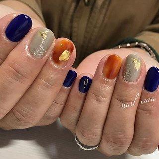 お久しぶりにお会いしたS様。 密かに人気があるこのブルーを気に入ってくださって、べっ甲と合わせました💙  マットメタルプレートは、シルバー推しだったけど、ゴールドもやっぱり好き😍  #nail #nailcura #naildesign #nailart #ネイルクーラ #自爪を削らないジェル #putiel #プティール #べっ甲ネイル #大人女子ネイル #綺麗なブルー #ニュアンス #ワンカラー #マットメタルプレート #ショートネイル #シンプルネイル #秋ネイル #nailstagram #トレンドネイル #お洒落 #フィルイン #ネイルデザイン #nailbook #音更ネイルサロン #帯広ネイルサロン #ネイルブック #北海道 #帯広 #音更 #十勝 #秋 #ハンド #シンプル #ワンカラー #ニュアンス #べっ甲 #ブルー #ブラウン #グレージュ #ジェル #お客様 #nailcura #ネイルブック