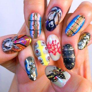 """左手にはカレハガの、右手にはスズメガの幼虫と成虫を描きました。  I drew the adults and larvae of hawk moths on my right hand and lappet moths on my left hand.   """"蛾ネイル""""  """"Moth nails """"    #nailart #ongle #naildesign #nailz #nailpro #nailfieofthemonth #itanail #nailboss #futurenailtech #art #artist #handpainted #handmade #japannail #kawaii #nailfie #colorful #痛ネイル #キャラクターネイル #蛾 #虫ネイル #蛾ネイル #昆虫ネイル #細かいアートネイル #手描きアート #夏 #リゾート #ライブ #パーティー #ハンド #痛ネイル #キャラクター #和 #ミディアム #スモーキー #カラフル #ジェル #ネイルモデル #ルン #ネイルブック"""