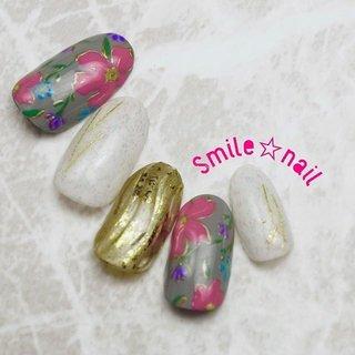 大田原定額ネイルサロン Smile☆nailのyukariです(*^^*) お待たせ致しました❣️ 12月のセレクトコースデザイン出来ました🤗  お花を少しぷっくり作った、フラワーネイル💐 お正月やパーティーにぴったり🥳 派手過ぎない様に、グレーベースで作ってみました❤️ 我が子の様な、愛しいデザイン達✨ 是非是非オーダーお待ちしております❤️ ☆,。・:*:・゚'☆,。・:*:・゚'☆,。・:*:・゚' HPはプロフィールのURLから☆ ご予約は#ネイルブック より 是非アプリをご利用下さい❤️ ☆,。・:*:・゚'☆,。・:*:・゚'☆,。・:*:・゚' ラクマでピアス ミンネでネイルチップを販売してます ٩( ᐛ )و  ネイルチップ→ミンネ https://minne.com/5116ykr (スマイルネイルで検索‼︎) ピアス→ラクマ https://fril.jp/shop/Smile_bijou (スマイルビジュー ネイリストで検索‼︎) ☆,。・:*:・゚'☆,。・:*:・゚'☆,。・:*:・゚' #smilenail #スマイルネイル #大田原市ネイルサロン #大田原市ネイル #大田原ネイルサロン #大田原ネイル #大田原定額ネイル #那須塩原ネイル #那須塩原ネイルサロン #ネイルサロン #西那須野ネイルサロン #お洒落ネイル #個性派ネイル #派手カワネイル #オーダーチップ #nailpic #美爪 #ミンネ #minne #nailbook #ネイリスト仲間募集 #ネイル好きな人と繋がりたい #冬ネイル #お正月ネイル #フラワーネイル #和風ネイル #冬 #お正月 #成人式 #女子会 #ハンド #フラワー #ホイル #レトロ #和 #ミディアム #グレー #ゴールド #カラフル #ジェル #ネイルチップ #Smile☆nail #ネイルブック