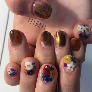 #nail#ペイントアートネイル #handpainted #flowers #アシメネイル #brown#autumnnails #秋 #オールシーズン #ハンド #フラワー #ショート #ブラウン #カラフル #ジェル #111NAIL #ネイルブック