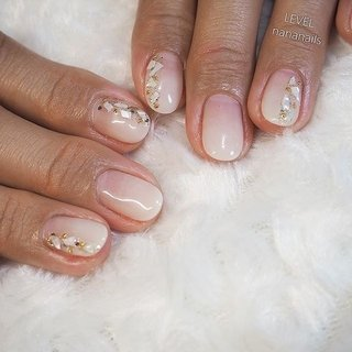 ホワイトグラデーション @level_nananails  冬ネイルにおすすめのホワイトは透明感があり手を綺麗に見せてくれるこちらのカラー! 透けすぎず、自爪も程よく隠れて優秀の一言! 大人の白は透け感がポイントです!  #大人可愛いネイル #クリスマスネイル #グラデーションデザイン #ホワイトグラデーション #ウォーターケア #ハンドケア #パラジェルベース #フィルイン #藤沢ネイルサロン #藤沢ヘアサロン #ネイルブック #nailbook #湘南 #秋 #冬 #オフィス #女子会 #ハンド #シンプル #グラデーション #シェル #ミディアム #ホワイト #ジェル #お客様 #NANA #ネイルブック