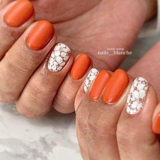 #ハンド #フラワー #レース #ホワイト #オレンジ #nails___blanche / yuka #ネイルブック