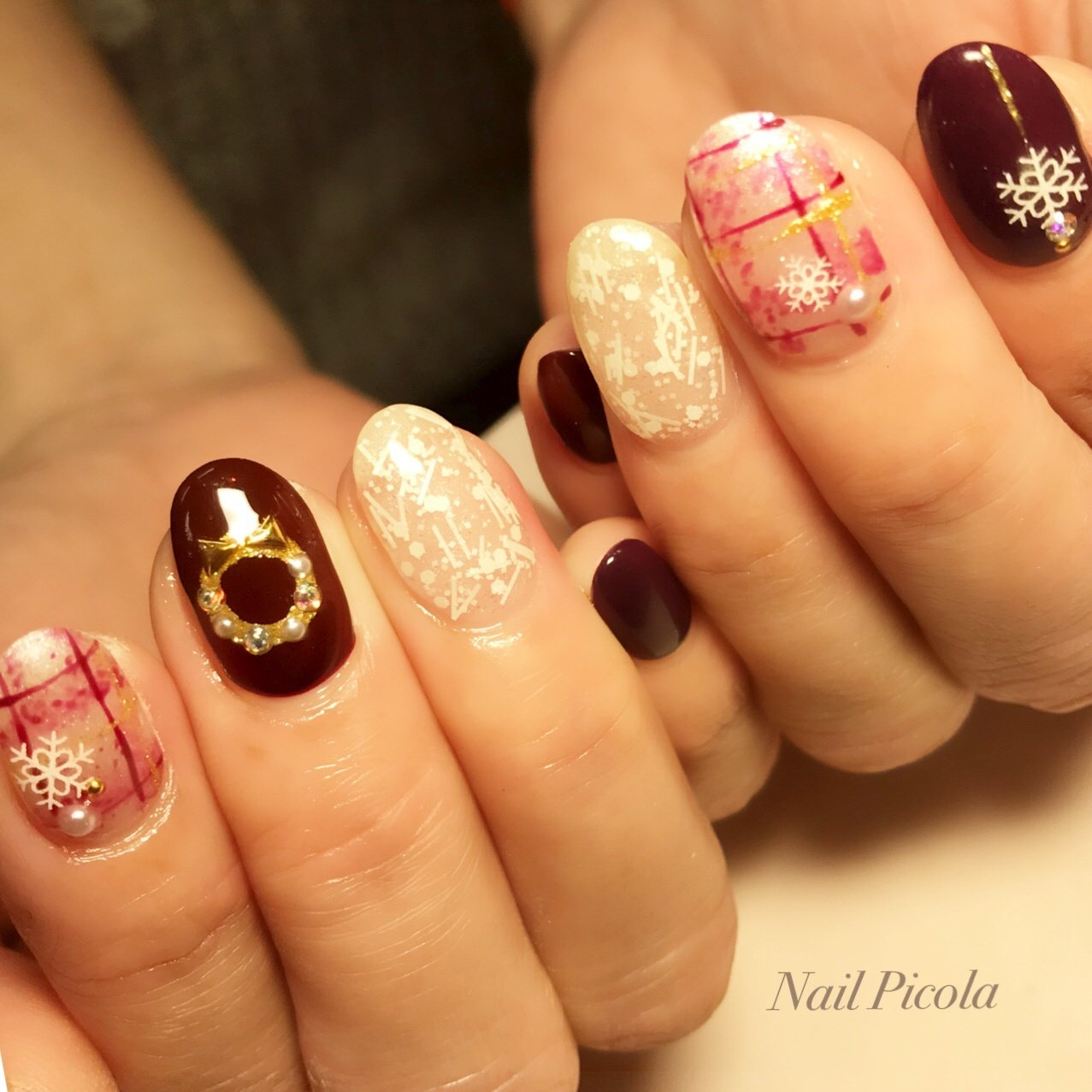 #冬 #クリスマス #ハンド #チェック #雪の結晶 #ミディアム #レッド #ジェル #Picola #ネイルブック