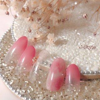 サンプルネイル♡ 瑠美先生に教えていただいた『Sweet Rose』🌹 当店のお客様はシンプルなオフィス系が多いので、Sweet Roseを同系のグラデーションと合わせてみました(*´艸`) ラメは、最近はまっているピンクゴールドのラメ♡ シンプルでも、大人女子なかわいい指先になれますよ(*´艸`)♡ @rumi.okamoto @nailparfaitgel #岡本瑠美先生 ・ ・ ・ 🌸お爪を健康なままジェルネイルを楽しみたい方♬ 🌸ジェルアレルギーでジェルネイルを諦めている方。 お気軽にお問い合わせください(*´˘`*)♡ ・ ♦︎シャイニージェルパワーベースマイスター ♦︎ネイルパフェジェルアンバサダー ♦︎コアジェルパフォーマンスアーティスト ・ *:ஐ(●˘͈ ᵕ˘͈)人(˘͈ᵕ ˘͈●)ஐ:* ・ #nail #nails #nailstagram #ネイル #ジェルネイル 🌹#シャイニージェル #ella #ellabyshinygel #shinygel #パワーベースマイスター #パワーベース #弱酸性ジェル #爪に優しいジェル 🌹#ネイルパフェジェル 🌹#コアジェル 中心にジェルを取り揃えております⭐️ #ネイルサロン #自宅ネイルサロン#jstyle #市川 #松戸 #矢切 #北国分 #箱山淳子 @nailsalon.j_style #nailbook 掲載店♥️ #cancam #キャンキャン 掲載店♥️ #nailmax #ネイルマックス 掲載店♥️ #オールシーズン #バレンタイン #クリスマス #デート #ハンド #グラデーション #ラメ #フラワー #ミディアム #ピンク #ジェル #ネイルチップ #♡J-Style♡byJUNKO #ネイルブック