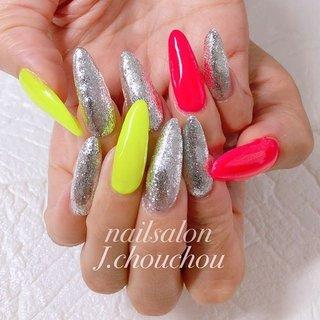 最近、ネオンピンクとネオンイエローにはまっているお客様♡ ダークカラーのお客様が増えてますがネオンカラーで元気いっぱいネイルでーす!! #ネオンカラーネイル #ネイル #ネイルアート #ネイルデザイン #ジェルネイル #ネイルサロン #nail #nails #nailart #nailswag #nailpolish #nailsoftheday #naildesign #agehanails#naildesigns #nails2inspire #nailporn #nailartclub #네일스타그램#美甲#指甲#美爪 #姫路ネイル#プライベートネイルサロン#プチプラネイル#ネイルブック掲載 #夏 #オールシーズン #スポーツ #女子会 #ハンド #ラメ #ロング #シルバー #ネオンカラー #ジェル #お客様 #J.chou-chou.NAIL #ネイルブック