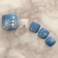 フット 定額デザイン  #フット #ワンカラー #雪の結晶 #フレークネイル #ブルー #冬 #クリスマス #ホログラム #粉雪ネイル #冬 #クリスマス #フット #ホログラム #ラメ #ワンカラー #ビジュー #雪の結晶 #ショート #ホワイト #ブルー #ペディキュア #ネイルチップ #Reim #ネイルブック