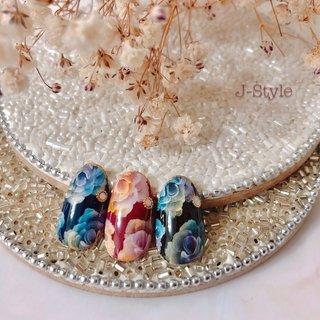 サンプルネイル♡ 瑠美先生に教えていただいた『レインボーRose』のカラーバリエーション🌹 ベースの色・レインボーの色を変えると、雰囲気がガラッと変わる♬ とっても素敵なアートです(*´˘`*)♡ ぜひ、お客様にもポイント使いで取り入れていただきたいアートです♥~('▽^人) #秋 #冬 #パーティー #デート #ハンド #グラデーション #ワンカラー #フラワー #ミディアム #ネイビー #ボルドー #ブラック #ジェル #ネイルチップ #♡J-Style♡byJUNKO #ネイルブック
