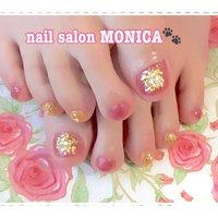 ホロと金箔を散らしてキラキラになりました🤩 #ペディキュア #秋 #冬 #フット #ピンク #nail salon MONICA 🐾 #ネイルブック