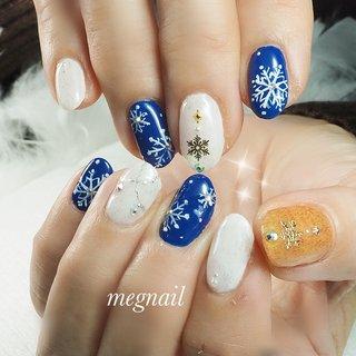 雪の結晶ネイル❄️ ブルーとキャメルで大人カジュアル✨ #秋 #冬 #クリスマス #ハンド #ワンカラー #雪の結晶 #ショート #ホワイト #オレンジ #ネイビー #ジェル #お客様 #meg nail #ネイルブック