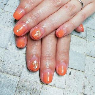 #秋カラー #🍁 #オレンジネイル #🍊 #可愛いネイル #グラデーション #シェル #明るい秋 #ビタミンカラー #夏 #秋 #海 #ハロウィン #オレンジ #Simple nail 鈴 #ネイルブック