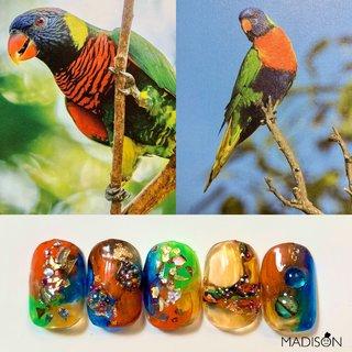 select art のご紹介 世界のbird シリーズ🌍 ゴシキセイガイインコと言う 鳥を参考に🦜🦜🦜 カラフルな色味と クリア感とキラキラも 楽しめるオススメの デザインです🎨💕 ぜひ、お試し下さいませ🌈  12月のご予約は お早めに宜しくお願いします💫 リピーター様含め、 まだお会いしたことない ご新規のお客様も😊 楽しみにお待ちしてます🦋 #ネイル#カラフルネイル#birds#ネイルデザイン#ネイルアート#名古屋ネイルサロン#名古屋ネイル#ネイル#アートネイル#ネイルサロン名古屋#nails#nailart#nailstagram#ファッションネイル#ショートネイル#クリアネイル#名古屋プライベートサロン#プライベートサロン名古屋#プライベートサロン#手描きネイル#ジェルネイル #jel#nails#art#artwork#painting#naildesign#drawing #madison#西区#上小田井 #冬 #オールシーズン #クリスマス #女子会 #ハンド #グラデーション #フェザー #タイダイ #大理石 #ニュアンス #ショート #オレンジ #グリーン #ブルー #ジェル #ネイルチップ #MADISON #ネイルブック