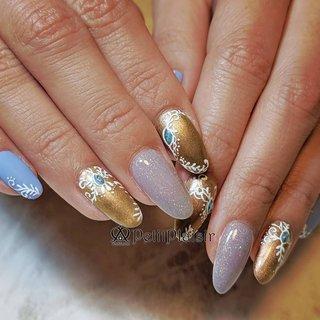 前回の私のネイルとお揃いネイル♡ と、言ってもお揃いなのはゴールドの部分😁 ブルーはマット加工で👍 . . *-*-*-*-*-* 爪を見せるのが恥ずかしい 手が綺麗じゃないから💦 と言うお客様、大丈夫です。 ネイルサロンは手を綺麗にする所です(*^^*) そのままの状態でお越しください♡ 私と一緒に綺麗にしていきましょう✨ -*-*-*-*-*- . ご予約はプロフページにあるネイルブックから。 またはライン@huo6046uからおまちしております。  埼玉県三郷市プライベートネイルサロン petitplaisir〜ぷちぷれじーる〜  Instagram→@ai_nail.petitplaisir Twitter→ @petitplaisir_N  #ジェルネイル #gelnail  #gelnails  #naildesign  #埼玉県三郷市  #三郷市  #吉川市  #八潮市  #足立区  #三郷市ネイルサロン #三郷ネイル  #吉川市ネイルサロン  #八潮市ネイルサロン  #足立区ネイル  #プライベートネイルサロンPetitpPaisir  #ぷちぷれ  #lovely  #nail  #ネイル  #ネイルデザイン  #nailbook  #ネイルブック #ネイリスト  #OMDジェル  #プリジェル  #ネイル好きな人と繋がりたい #ゴールドネイル #手描きネイル #秋 #冬 #パーティー #デート #ハンド #ワンカラー #ステンドグラス #ブローチ #ボタニカル #マット #ブルー #グレージュ #ゴールド #ジェル #お客様 #ainail #ネイルブック