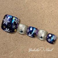 ♡Newフット定額デザイン♡ マジックパウダーを使ったキラキラ✨雪の結晶デザイン❄☃ゴールドとシルバーのホログラムをMIXして使っているのがポイント♡マジックパウダーのキラキラとラメが足元を華やかにしてくれますよ~♡ #ユキコネイル #冬ネイル #雪の結晶ネイル #フット定額デザイン  #冬 #クリスマス #フット #ラメ #ホログラム #雪の結晶 #ミラー #ホワイト #ネイビー #ゴールド #ジェル #ネイルチップ #ユキコネイル #ネイルブック