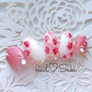 #梅の花ネイル #お花ネイル #成人式 #お正月 #金粉 #冬 #お正月 #成人式 #浴衣 #ホワイト #ピンク #レッド #ジェル #nail♡Saki #ネイルブック