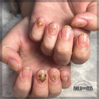 ✴︎ clear × gold parts ✴︎ . 4art discount on one color . 前回パッツパツに短かったお爪が1ヶ月ちょっとで見事に成長してくれました🥺💕 3枚目の白いところより、伸びてきたピンクの部分の方が長いのが、ネイルベッドが成長した証です✨ こんな感じで深爪でお悩みの方も爪育できるので是非ご相談ください😊♪ . #ネイル#nail#nails#ジェルネイル#ネイルデザイン#自宅ネイル#自宅サロン#自宅ネイルサロン#シンプルネイル#ニュアンスネイル#オフィスネイル#カジュアルネイル#お洒落ネイル#ネイルアート#プライベートサロン#大東市#大東市ネイルサロン#四條畷ネイルサロン#野崎#住道#お子様連れok#完全予約制#フィルイン #クリアネイル #クリアベースネイル #スタッズネイル #自爪育成 #爪育 #深爪矯正 #フィルイン導入サロン #パール #アンティーク #ボヘミアン #nailr∞m35 #ネイルブック