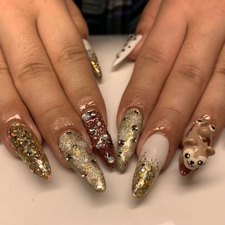 ❤︎ ダッフィーの3Dと結晶ギラギラゴテゴテで ド派手な冬ネイルになりました🧸❄️ 後ろ姿がたまらなく可愛いです(灬ºωº灬)💕 #goodnails #shibuya #nails #nail #nailsalon #gelnail #footnail #sculpture #nailart #nailstagram #insta nail #new nail #nailist #2019ネイル #フットネイル #おまかせネイル #スカルプチュア #手描きネイル #渋谷 #渋谷サロン #渋谷ネイルサロン #3dネイル #冬 #オールシーズン #クリスマス #ハンド #キャラクター #3D #雪の結晶 #ロング #ホワイト #ピンク #ゴールド #スカルプチュア #JURI #ネイルブック
