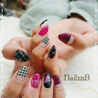 千鳥格子にキルティング… たくさんのデザインをピンクと黒、白だけで 可愛く楽しめるネイルに なりました✨ #オールシーズン #ライブ #パーティー #女子会 #ハンド #キャラクター #千鳥柄 #ドット #キルティング #ホワイト #ピンク #ブラック #ジェル #お客様 #nail221b #ネイルブック