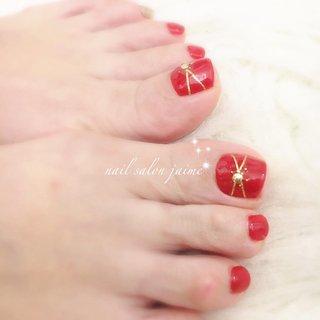 真っ赤なネイルが肌を綺麗に見せます    #フット #フットネイル #赤 #赤ネイル #冬 #オールシーズン #お正月 #成人式 #フット #レッド #ボルドー #jaimejaime #ネイルブック